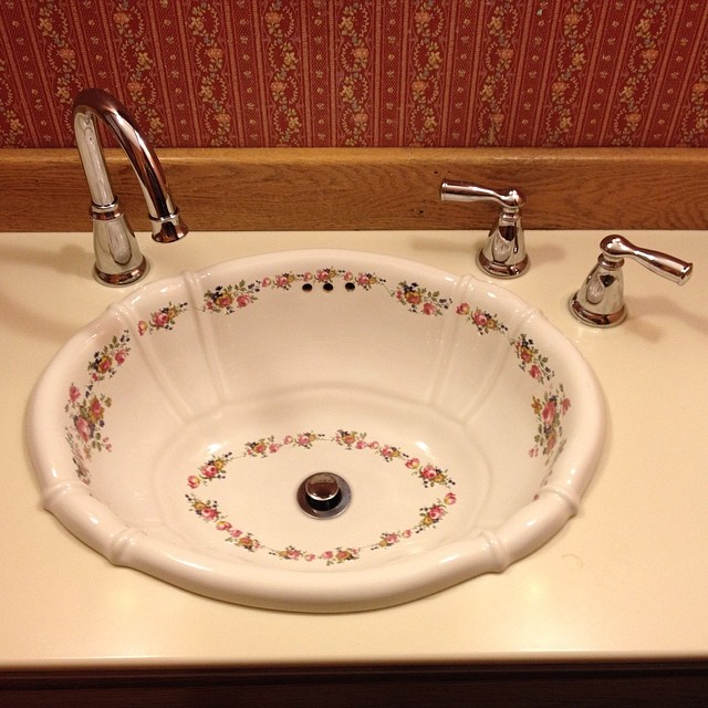 "Why have a sink where the handles are more than 8"" away from the faucet? #nohotwater"